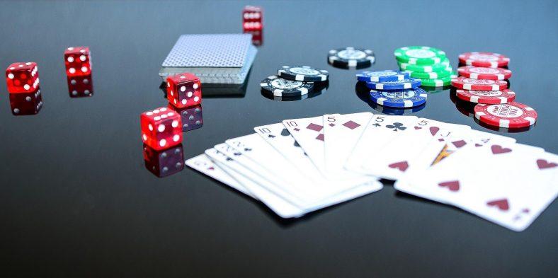 Poker en ligne ou cercles de jeux physiques ?